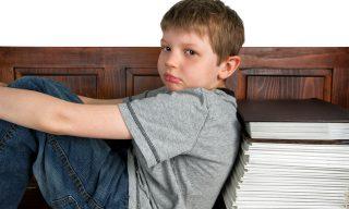 【PTT熱門事件】悍爸不滿兒子無意義罰寫 怒撕小孩社會課本