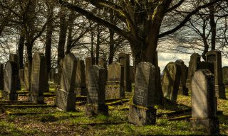 【MOBILE01熱門事件】公保喪葬補助費該不該投入舉辦喪禮?網友發文惹議
