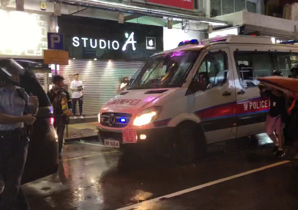 【SYMEDIALAB新傳網】反送中事件至今港警首次對空鳴槍 現場影片曝光