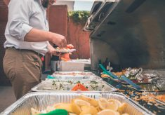 【熱門新聞】學生家境困難以勞動換午餐 班導卻要求最後盛飯