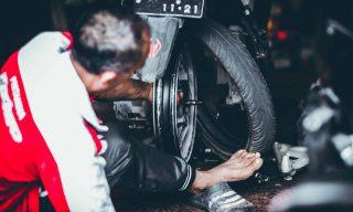 【Mobile01熱門事件】「計程車撞一下機車倒下」 GOGORO維修費竟高達四萬