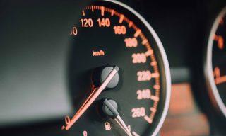 【Mobile01熱門事件】開高速公路什麼速度才合理? 網友意見大不同