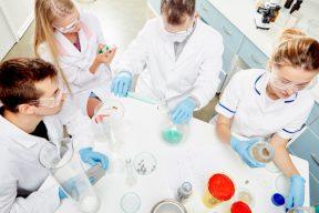 WHO開始首批疫苗實驗 呼籲勿稱「中國病毒」| 熱門新聞