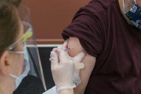 疫苗到底該不該打?網友看法一面倒|Mobile01熱門事件