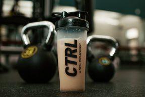 乳清蛋白怎麼選?沒健身也能跟著網友照樣喝