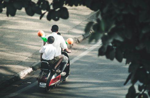 【Mobile01熱門事件】強制學齡前孩童禁乘機車?網友看法不一致