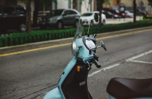 【Mobile01熱門事件】電動機車補助由新購改換購 網友認為減少私家車數量更環保