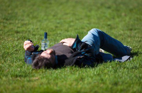 【Facebook熱門事件】直播主挑戰調酒「喝到掛」 引發網友擔憂生命安全