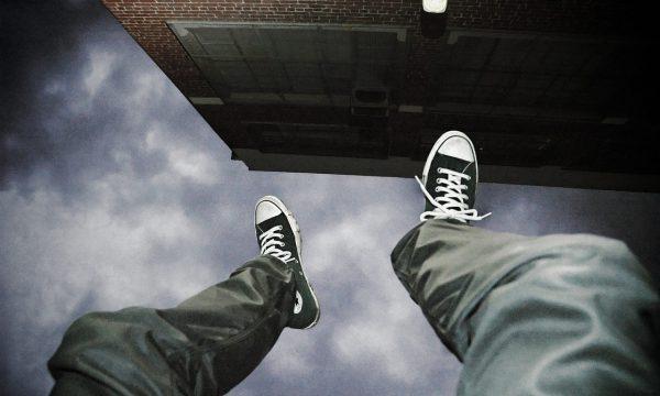 【Dcard熱門事件】自殺未遂心路歷程 網意見大不同