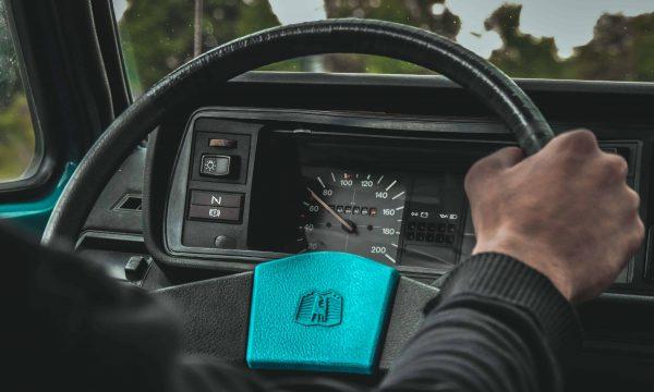 【Mobile01熱門事件】開最高限速佔內線車道 到底能不能被超車?