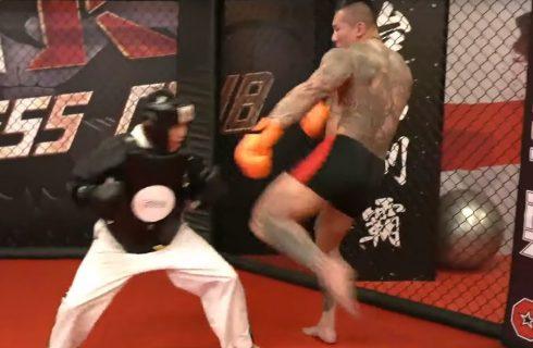 【館長成吉思汗】又一位挑戰館長格鬥 開打不到三十秒被打倒