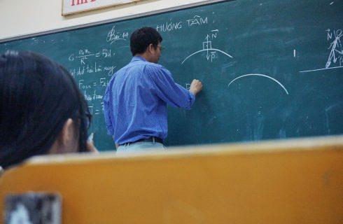 【Mobile01熱門事件】年改退休金遭砍 老教師不願退休