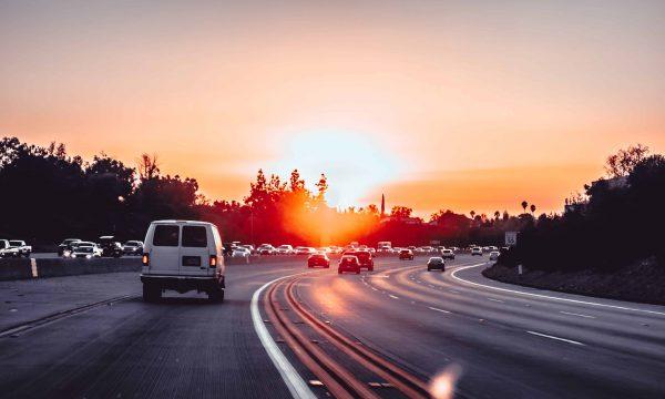 內線車道開最高速是否能超車 網路掀起討論潮